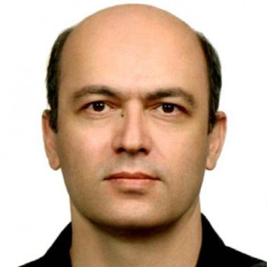 دکتر شاهرخ صفی نازلو