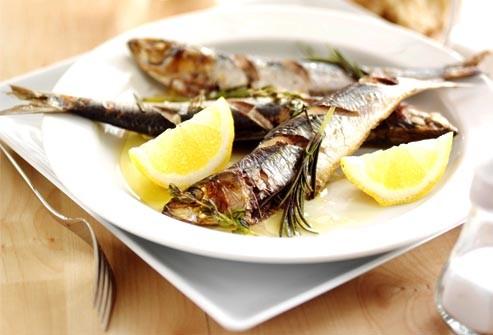 ماهی ساردین سرخ شده با سس آیولی