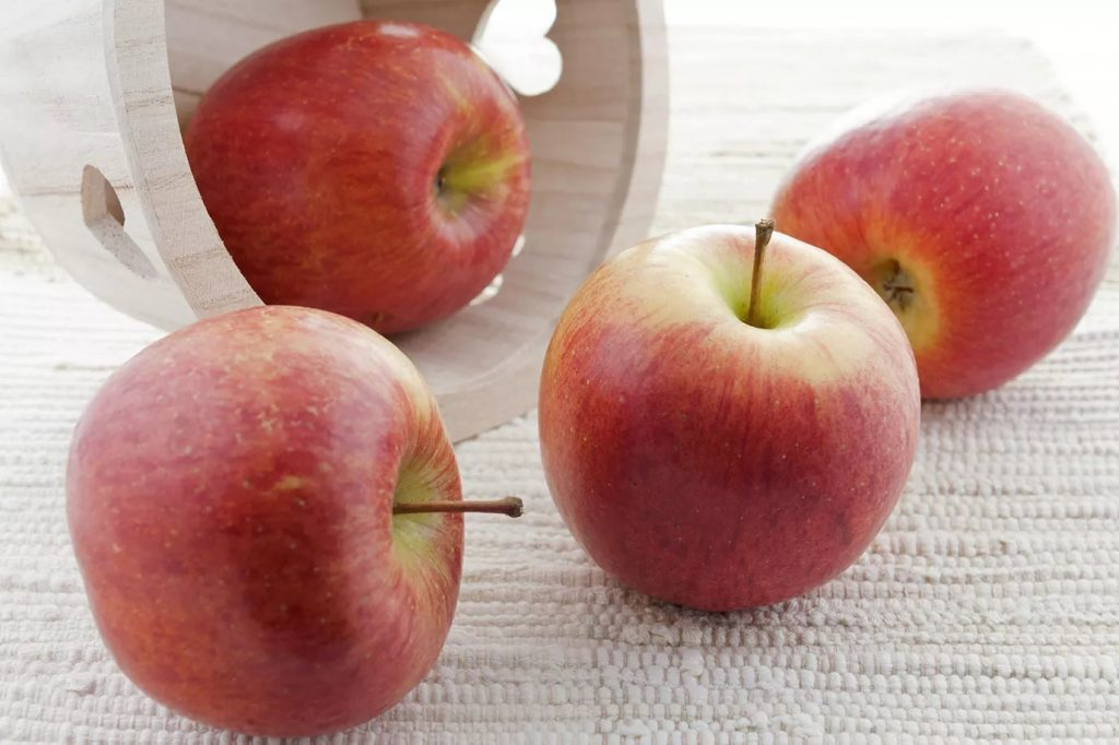 سیب فوجی ( دماوندی)