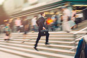 10 علامت شایع بیش فعالی و نقص توجه در بزرگسالان