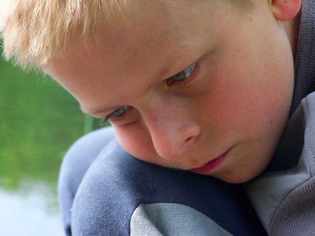 چگونه با کودکان دارای اتیسم با عملکرد بالا ارتباط برقرار کنیم