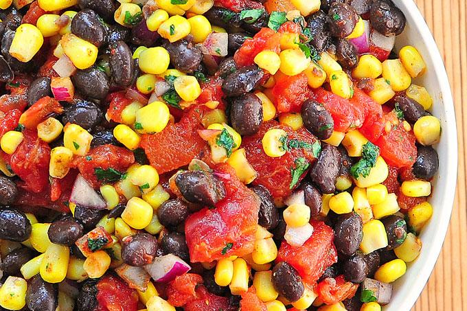 سالاد لوبیا قرمز،ذرت و گوجه