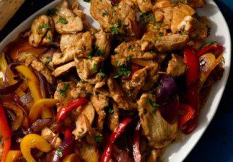 مرغ و سبزیجات با دانه های ادویه ها