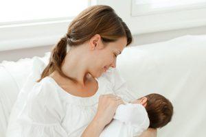 چطور به کودک خود شیر مادر بدهید؟
