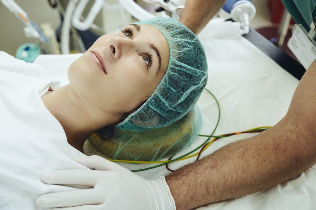 بررسی جراحی کوچک کردن سینه