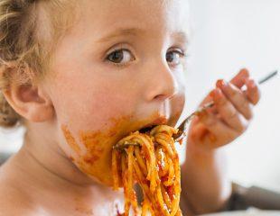 کودک بد غذا: کودک علاقه مند به یک نوع و رنگ غذا