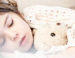 چگونه کودک نوپایتان را به تخت خواب ببریم ؟