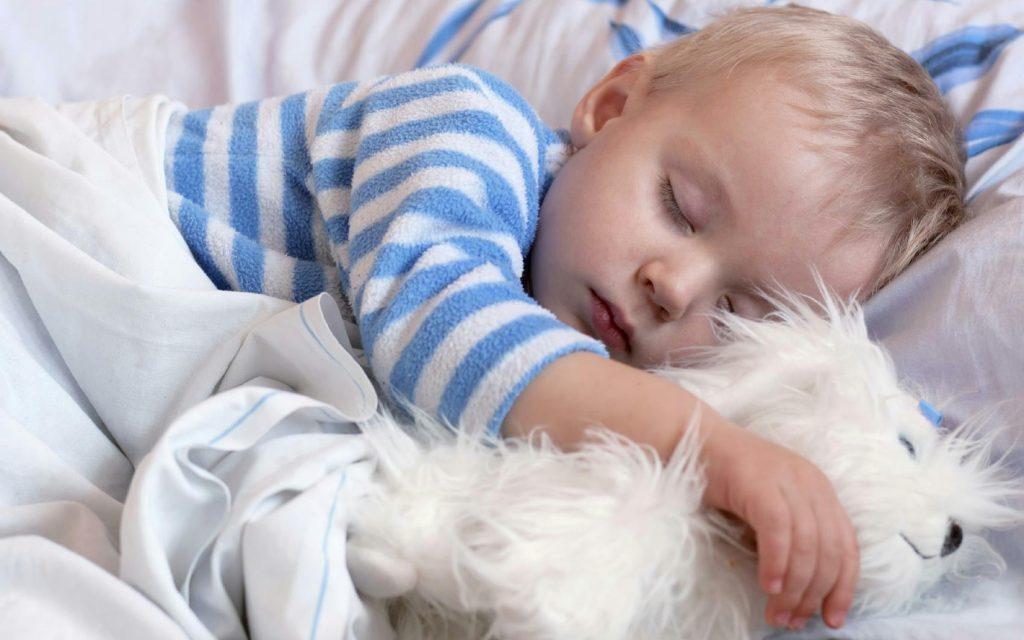 کودک به خواب نمی رود: یک تا دو سالگی
