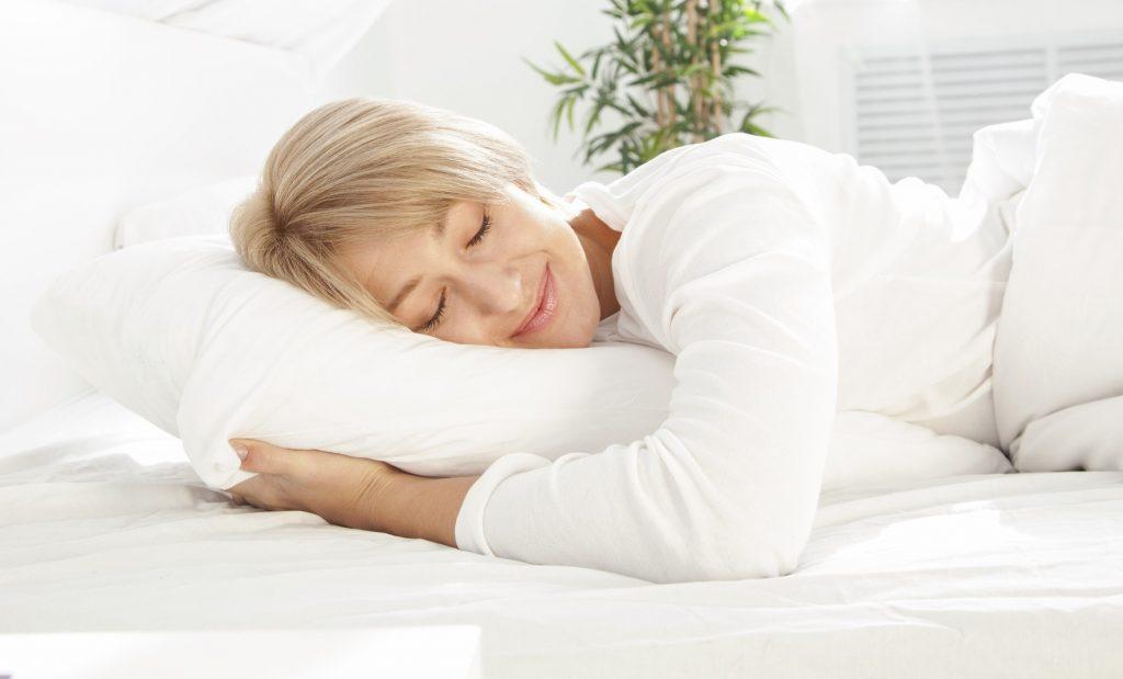 هنگامی که سن بالاتر می رود چگونه خواب بهتری داشته باشیم ؟