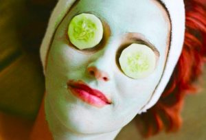 حقایقی درباره خطرات محصولات آرایشی