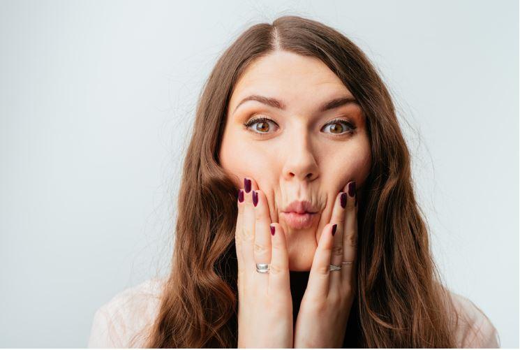 چگونه با 7 تمرین ساده ، چربی صورت خود را از بین ببریم ؟