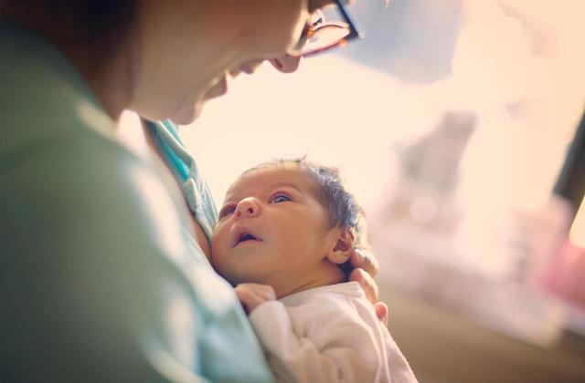 فواید زایمان طبیعی برای نوزاد