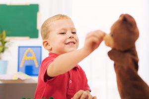 راهکارهای افزایش گفتار خود انگیخته در کودکان دارای اختلال اتیسم