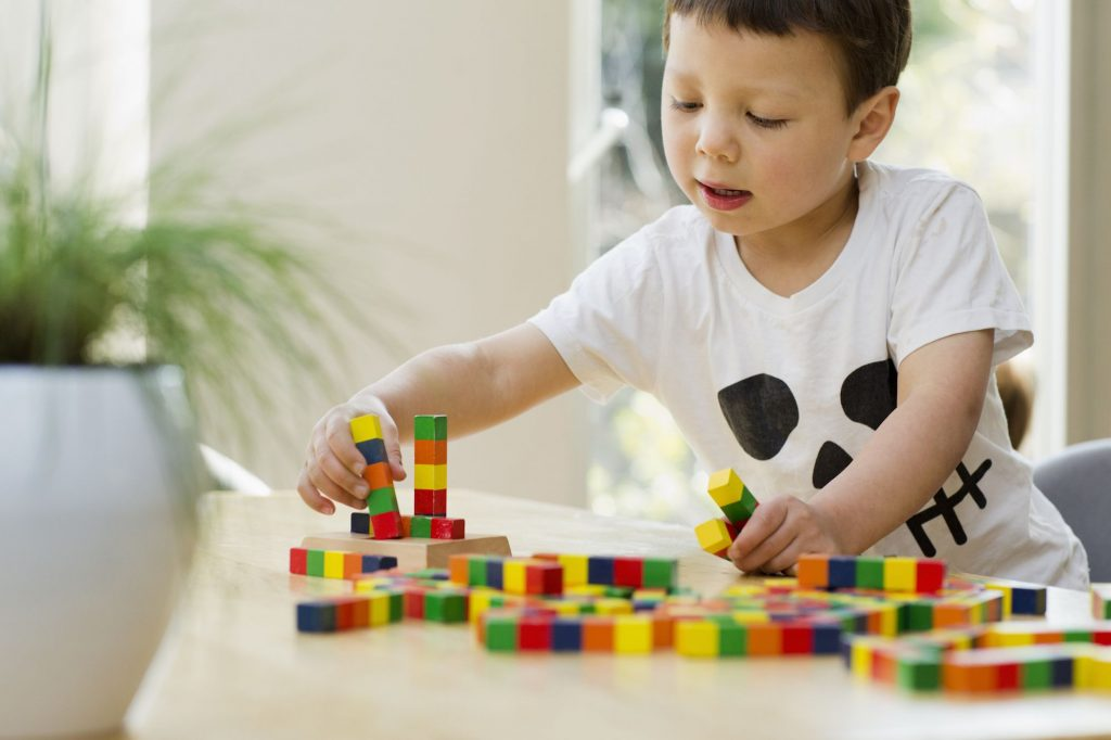 چه پزشک و متخصصی به درمان اوتیسم کمک میکند؟