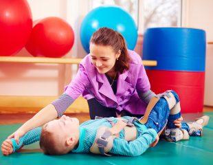 مروری بر درمان کودکان فلج مغزی