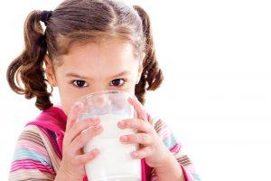 چه کسی آلرژی شیر می گیرد؟