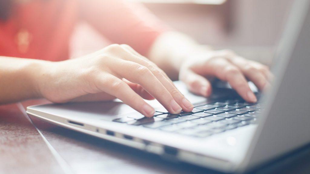 2 . مدت زمان گشت و گذار در اینترنت و فضای مجازی را کاهش دهید