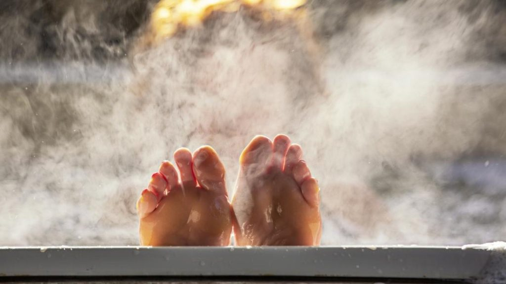 8 . حمام گرم را امتحان کنید