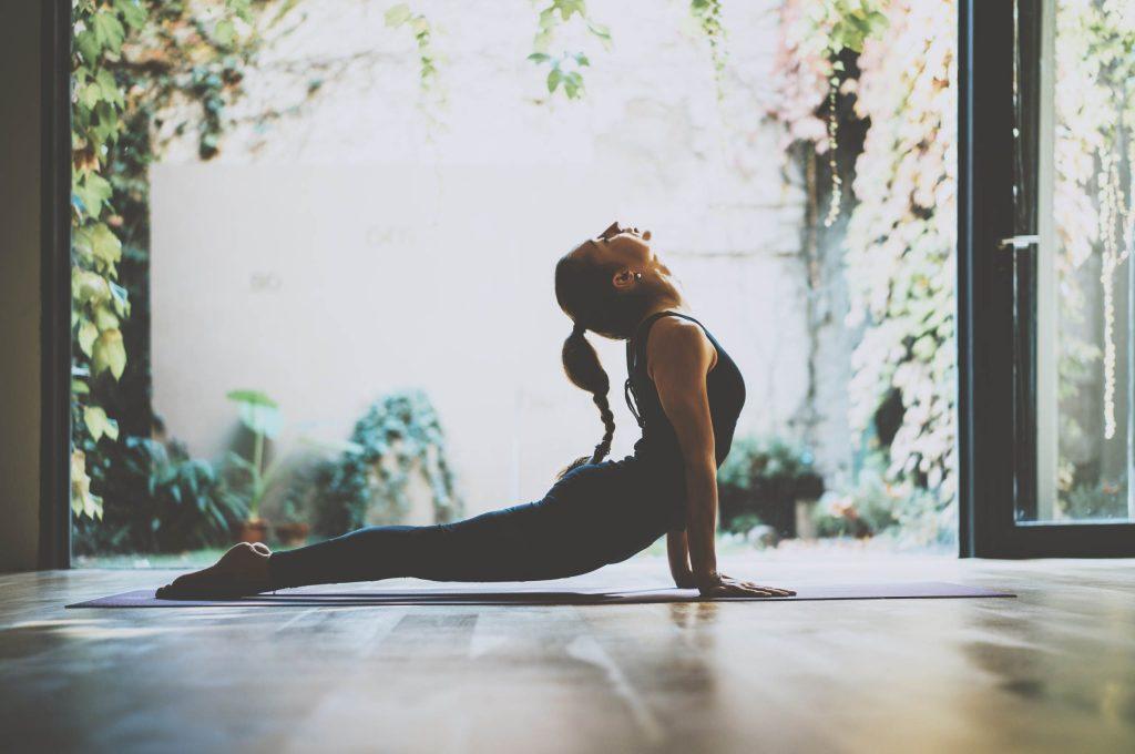 13 تاثیر ثابت شده یوگا بر روی جسم و روان انسان
