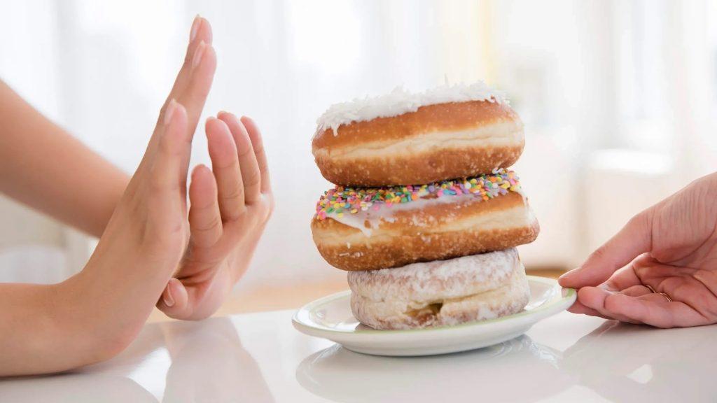 7 . اجتناب از مصرف غذاهای چرب و غذا غنی شده با قند