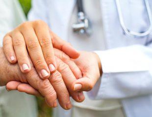 دکترها و متخصصانی که به درمان سرطان پستان کمک میکنند