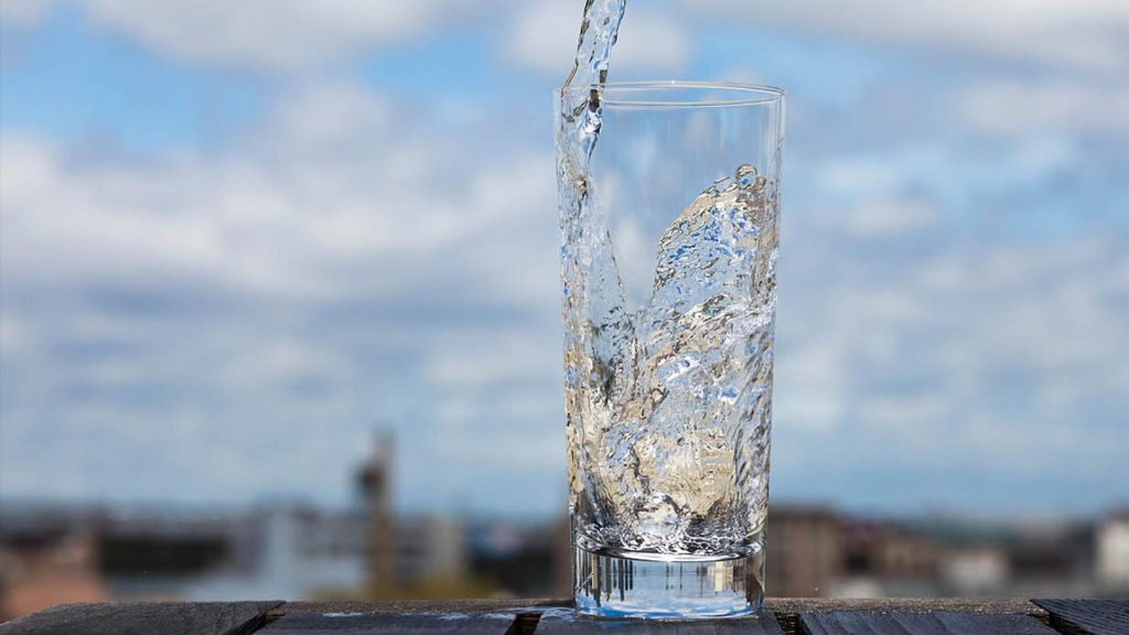 8 . روزانه مقدار زیادی آب بنوشید