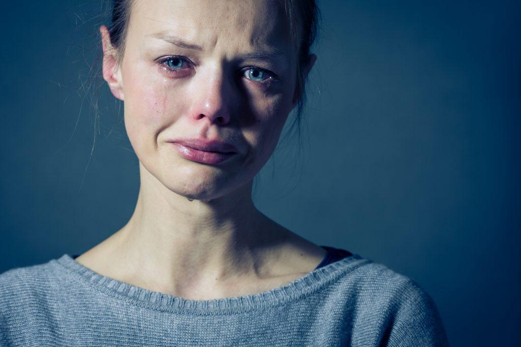 8 واقعیت عجیب و شگفت انگیز درباره اثرات و فواید گریه کردن