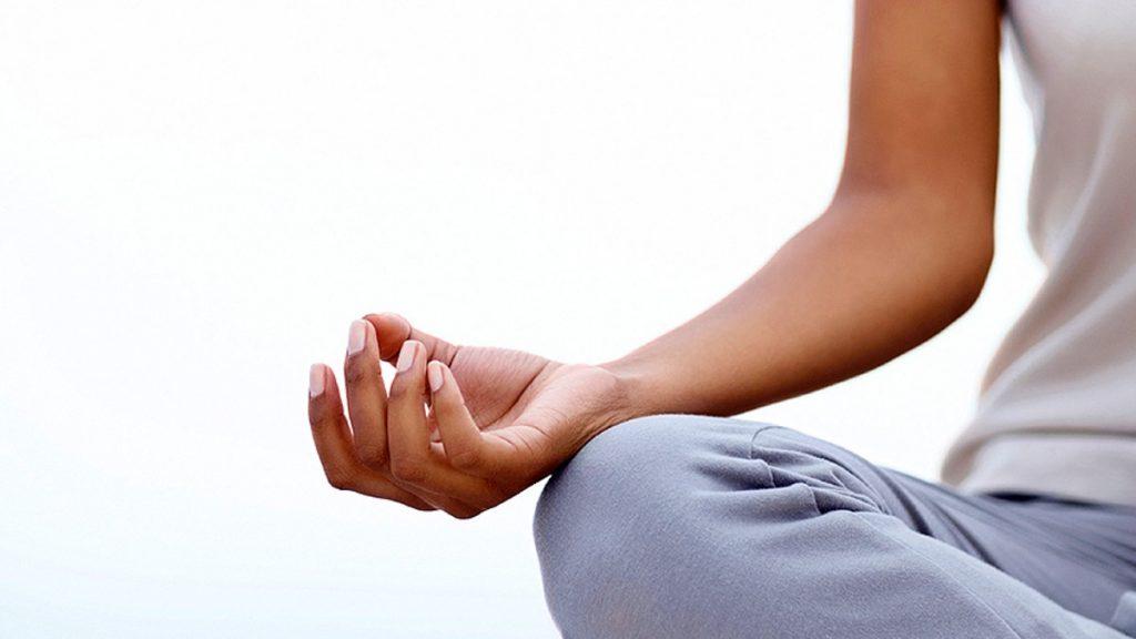 8 . تمرین آرامش ذهن به ترک اعتیاد کمک میکند