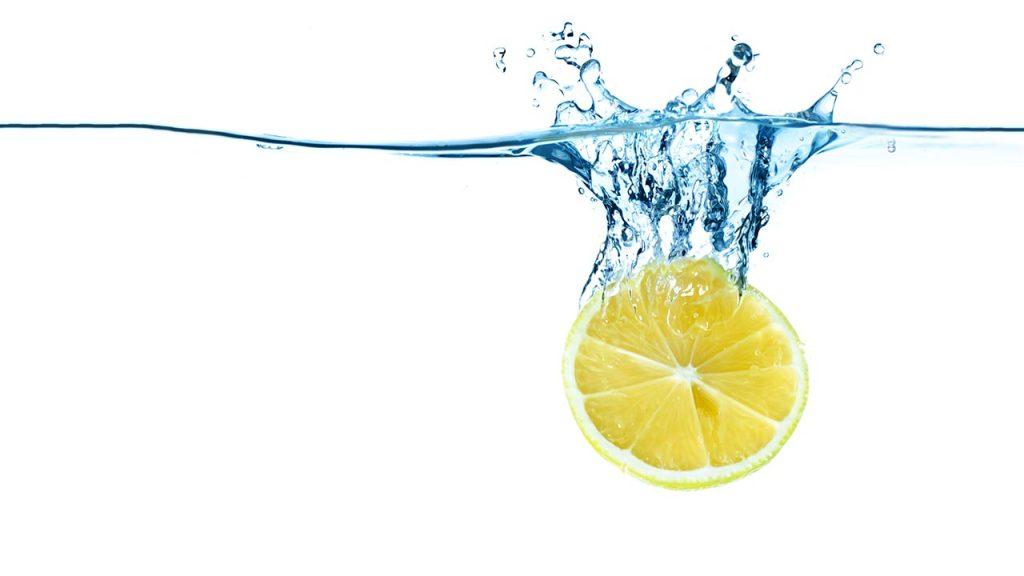 چگونه یک نوشیدنی آب لیمو خوشمزه درست کنیم؟