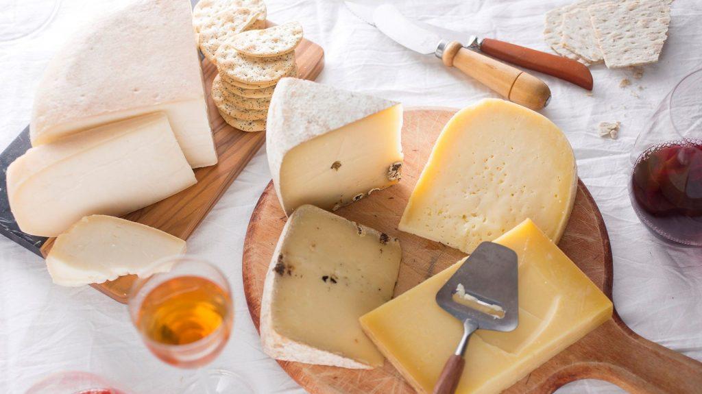 9 . شیر، پنیر و آب میوه غیر پاستوریزه
