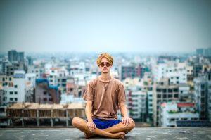 12 فایده ثابت شده مدیتیشن و مراقبه برای انسان
