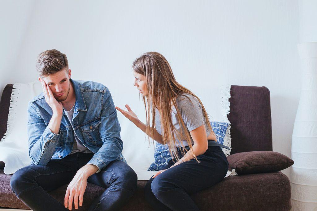 10 علامتی که نشان میدهند شما به همسر خود توجه نمیکنید