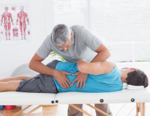 چه پزشکان و متخصصانی میتوانند کمردرد شما را درمان کنند؟