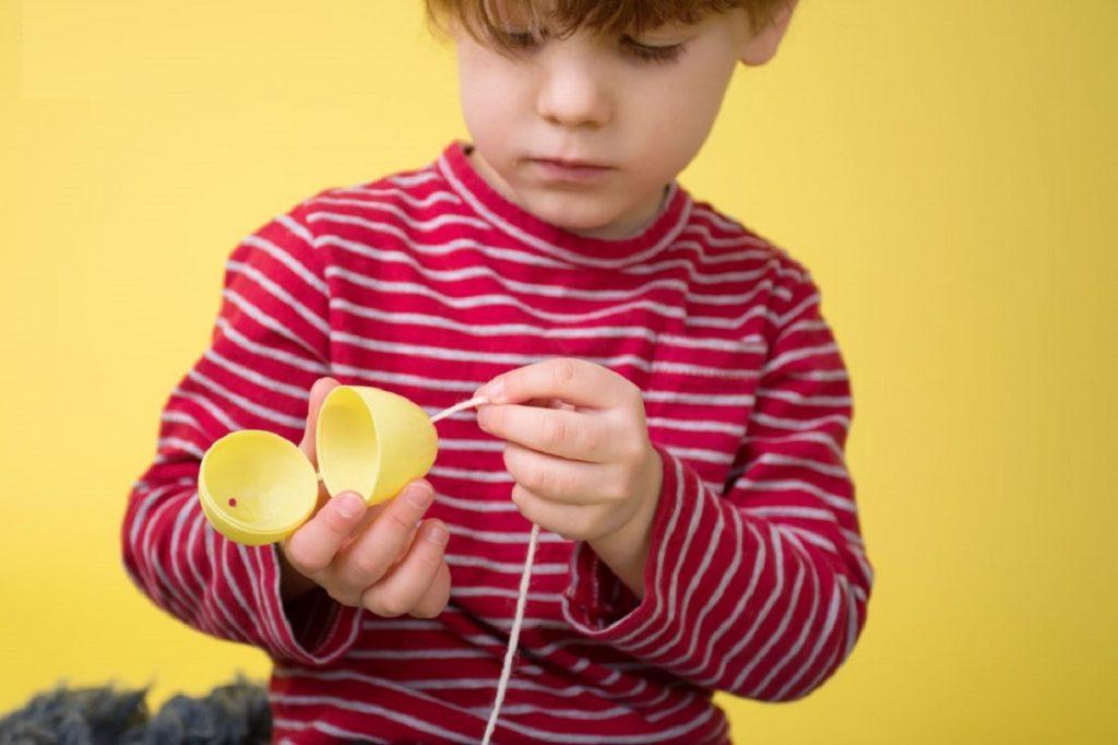 برتری طرفی در کودکان چگونه شکل می گیرد؟