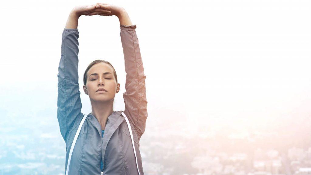 5 . چند حرکت ساده کششی انجام دهید