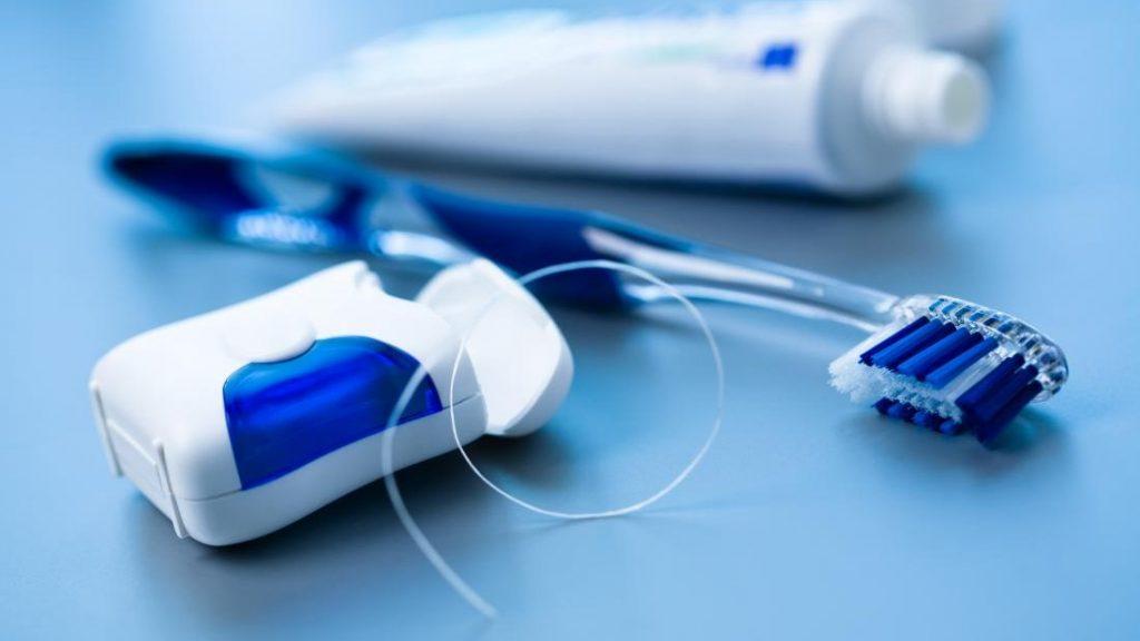 5 . ترتیب نخ دندان و مسواک مهم نیست