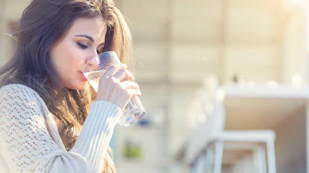 بهترین موقع نوشیدن آب چه زمانی است؟