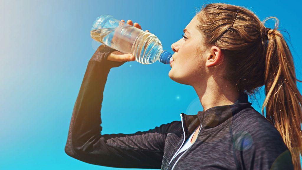 6 نشانه غیرمعمول کم آبی بدن که باید با آنها آشنا شوید