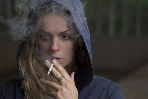 عوارض وحشتناک سیگار کشیدن بر روی جنین
