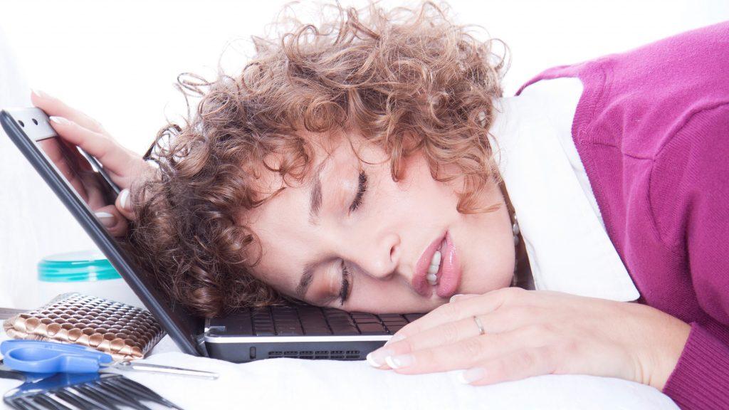 محرومیت از خواب مزمن چیست؟