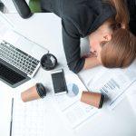 محرومیت از خواب مزمن چیست و چه تاثیری بر زندگی میگذارد؟