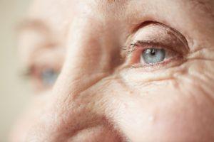 آرتریت و آرتروز چگونه روی چشم ها تاثیر میگذارند؟