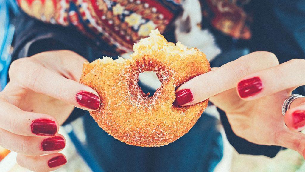 14 دلیلی که نشان میدهد چرا شما همیشه گرسنه هستید