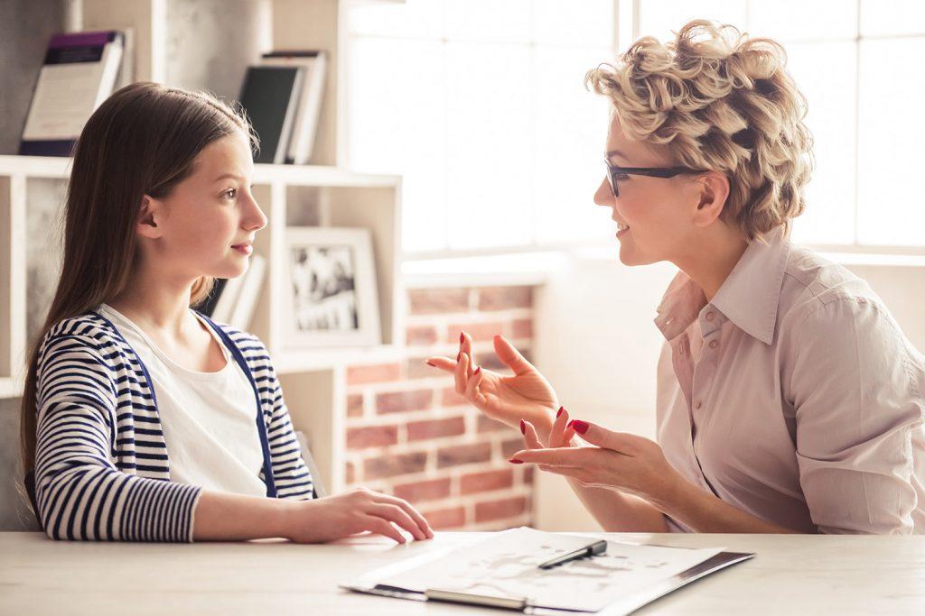 به خاطر این 10 وضعیت نوجوان خود را به نزد روانشناس ببرید
